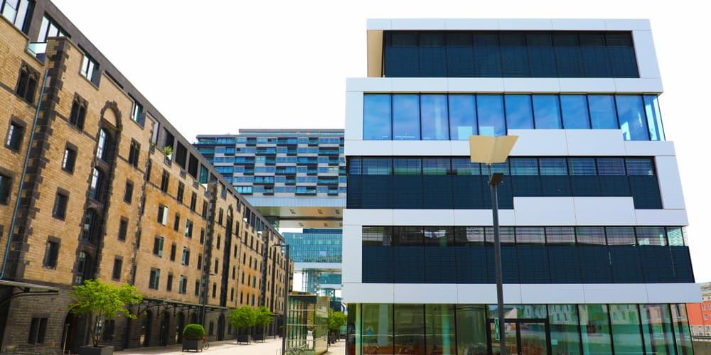 Ein Bürogebäude in Köln, gibt es Besonderheiten bei der gewerblichen Immobilienfinanzierung?