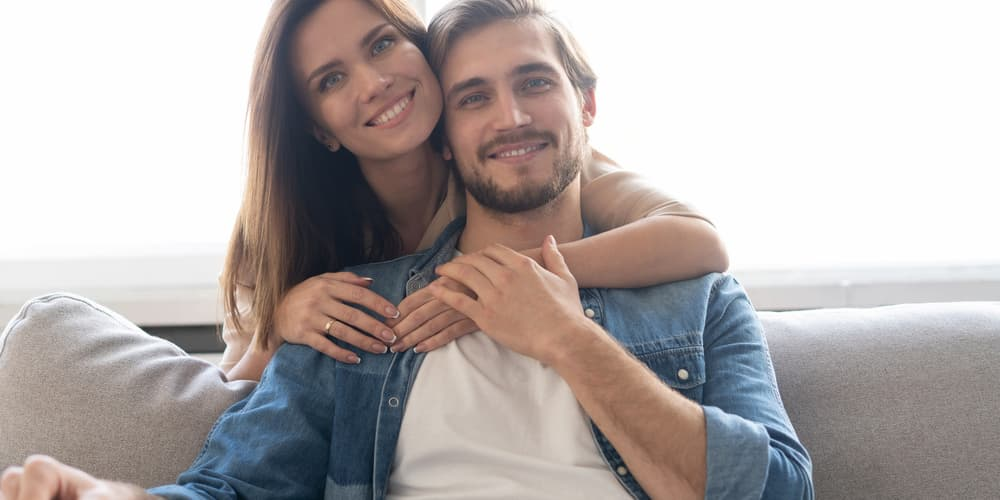 Ein unverheiratetes Paar, worauf müssen sie beim Hauskauf achten