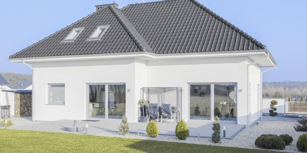 Eine Wohngebäudeversicherung sichert gegen Sturmschäden ab