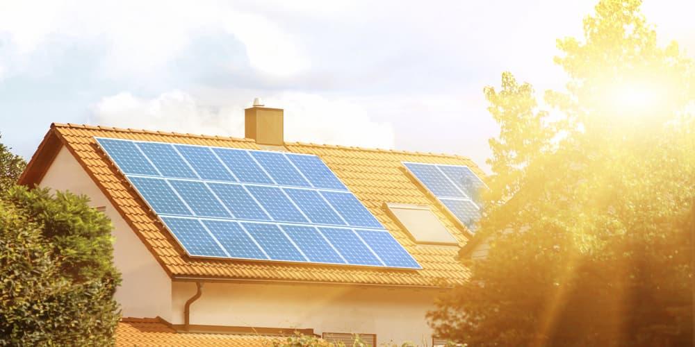 Eine Photovoltaikanlage auf dem Dach, braucht es zusätzlichen Schutz?
