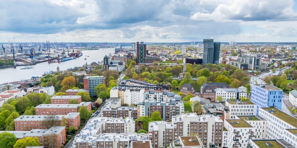 Eine Luftansicht von Hamburg, welche Methoden zur Immobilienbewertung gibt es?